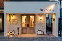 Angelion ヘアーサロンの内装・外装画像 Cafe Shop Design, Shop Front Design, Store Design, House Design, Small Space Interior Design, Cafe Interior Design, Facade Design, Exterior Design, Cafe Exterior