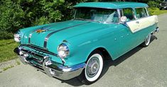 Vintage Cars Classic 1955 Pontiac Star Chief Custom Safari - Doesn't this 1955 Pontiac Safari look great in Turquoise Blue and White Mist? It's a rare car too with only ever made. Luxury Rv, Best Luxury Cars, Pontiac Cars, Volvo Cars, Funny Vintage Photos, Pontiac Star Chief, Safari, Cool Old Cars, Nice Cars