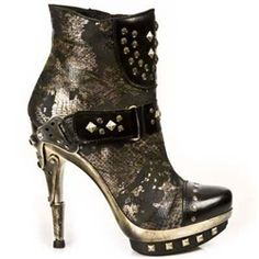 """Steampunk Lady Gaga called.  She said, """"Give me back my shoes, bitch!"""" and I said, """"NO!  P.S.  Love your work!"""""""