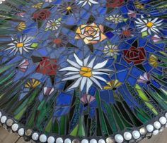Table is now complete. For grouting instructions see my guide, make a dish with small stones. Mosaic Art, Mosaic Glass, Stained Glass, Glass Table, Blue Backgrounds, Grouting, Colored Glass, Red Roses, Outdoor Blanket
