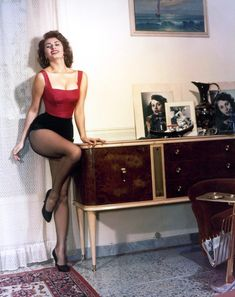 vintage everyday: Classic Beauty Icon of Italy – 35 Stunning Color Photos of Sophia Loren in the and Pin Up Vintage, Mode Vintage, Vintage Glamour, Vintage Beauty, Vintage Fashion, Vintage Photos, Retro Vintage, Vintage Style, Old Hollywood Glamour