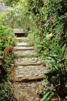 Smaller stones in an aggregate cement mix for a path Garden Paving, Garden Path, Shade Garden, Dream Garden, Garden Landscaping, Steep Backyard, Backyard Walkway, Garden Stream, Rock Steps