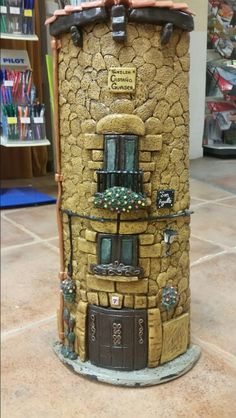 Teja en relieve Clay Houses, Miniature Houses, Miniature Dolls, Decoupage Jars, Pottery Houses, Doll House Crafts, Paper Mache Crafts, Wall Sculptures, Sculpture Art