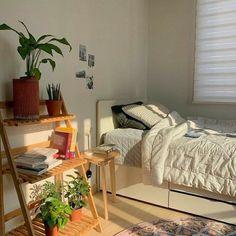 Room Design Bedroom, Room Ideas Bedroom, Bedroom Inspo, Zen Bedroom Decor, Fairy Bedroom, Dorm Room Designs, Study Room Decor, Bedroom Small, Bedroom Plants