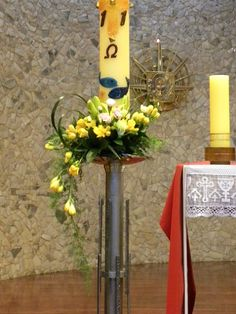 Tips On Sending The Perfect Arrangement Of Flowers Easter Flower Arrangements, Candle Arrangements, Beautiful Flower Arrangements, Church Altar Decorations, Church Candles, Flower Decorations, Alter Flowers, Church Flowers, Cemetery Flowers