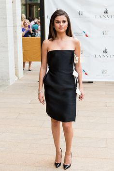 new black and white fashions | Selena Gomez wears weird monochrome dress at New York Ballet - Selena ...