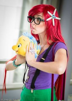 Flounder and Hipster Ariel Cosplay. Because it's f*ing hard figuring out cosplay costumes that include glasses. Ariel Halloween Costume, Ariel Costumes, Diy Costumes, Cosplay Costumes, Costume Ideas, Cosplay Ideas, Barbie Halloween, Awesome Costumes, Family Costumes