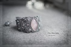 #macrame #micromacrame #bracelet #stones #jewelry  Серый плетеный браслет с розовым кварцем. Выполнен в технике микромакраме.