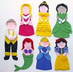 Learn how to make a sock puppet fit for a queen with these fantastic felt crafts. Skip the trip to the store, and make these homemade toys instead! Disney Princess Sock Puppets are actually quite easy to make, especially since there's no sewing requi Operation Christmas Child, Disney Princess Crafts, Disney Crafts, Disney Princesses, Kids Crafts, Felt Crafts, Puppet Tutorial, Felt Puppets, Puppet Patterns