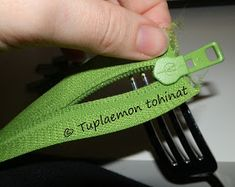 Tuplaemon tohinat: Vedin metriketjuun - näin sen tein Sewing Techniques, Sewing Hacks, Sewing Tips, Weaving, Zipper, Embroidery, Personalized Items, Fabric, Womens Fashion