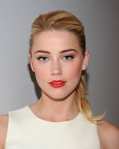Charming seductress Amber Heard