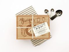 The Ultimate Thanksgiving Gift Guide by Your Gift Girls. Little Low Place Setting Heirloom Recipe Box -- Your Gift Girls