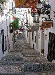 Passageway with restaurants and shops in Altea, Spain (by Ed Value).