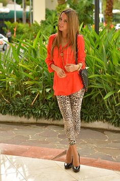 Love the leopard pants with the bright shirt. Pop of color. Perfect spring  outfit 8252a2fcd61e7