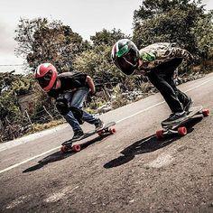 Nuestro skateroad rider fa saucedo y sebastian velarca en naranjal colima- foto de amairani rdz #longboard #downhill #mexico #skateroad #longboarding #tuck #skate