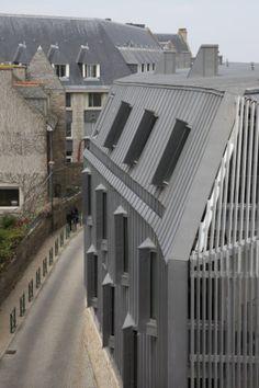 Institute of marin genomics by Barre et Lambot Architectes Installer : MENEZ Copyright : Paul Kozlowski  #Architecture #QuartzZinc #VMZINC #Zinc #France #StandingSeam #Research #Façade #Facade