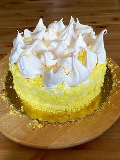 Tort bezowy z malinami i lemon curd