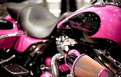 A Pink Harley Davidson. ThrottleX Batteries has all your Harley Battery needs. Jdm, Jaguar, Pink Motorcycle, Motorcycle Paint, Motorcycle Gear, Motorcycle License, Nissan, Mercedes Benz, Motos Harley