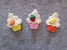 Items similar to Planner clip – Cupcake paper clip – Planner accessories – Felt bookmark – Felt paper clip – Back to school – Party Favors on Etsy - Cupcakes Felt Crafts Diy, Felt Diy, Crafts For Kids, Arts And Crafts, Paper Crafts, Felt Bookmark, Bookmark Craft, Party Favors, Paperclip Bookmarks