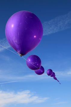 Blue sky and Purple balloons Purple Love, Purple Lilac, All Things Purple, Purple Rain, Shades Of Purple, Deep Purple, Aqua Blue, Purple Stuff, Blue Colors