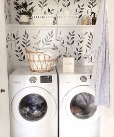 🍁 is anyone else doing all the laundry? I am final… Happy Thanksgiving weekend!🍁 is anyone else doing all the laundry? I am finally caught up and it sure feels good🙌🏼… Laundry Room Storage, Laundry Room Design, Laundry In Bathroom, Laundry Nook, Laundry Closet, Br House, Cozy House, Home And Deco, Home Decor Inspiration