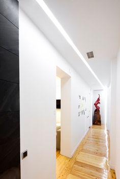 Showroom Espacio Aretha, iluminación encastrada modelo OnOff. Agencias en exclusiva y partners: TECNO, FANTONI, ICF ITALIA, EDRA, QUINZE, DIEFFEBI, NORLIGHT, ARESLINE, MDF ITALIA, CERRUTI BALERI, BENETTI STONE, MOSSTILE, ENVATECH.