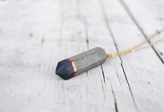 Collier de béton gris & cuivre prisme Long par Cocorrina sur Etsy, €18.00