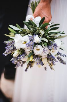 """The """"messy"""" style bouquet is a great trend among the most modern and oldest brides . - The """"messy"""" style bouquet is a great trend among the most modern and nonconformist brides - Church Wedding Flowers, Flower Bouquet Wedding, Spring Flower Bouquet, Anemone Flower, Boquet, Flower Hair, Purple Wedding, Floral Wedding, Wedding Day"""