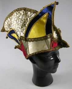 Carnival hat, 1970-1990, satin, gauze, leather, copper and gold lace, worn by Dutch folk singer Johnny Jordaan, Amsterdam Museum