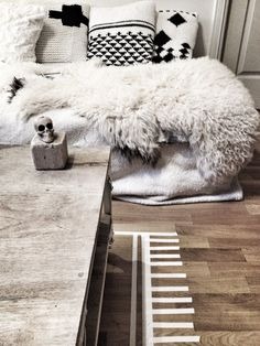 Méchant Design: on my sofa today Love the faux rug on the floor. Home Interior, Interior And Exterior, Interior Decorating, Interior Design, Modern Interior, Interior Styling, Decorating Ideas, My Living Room, Home And Living