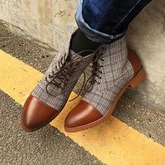 British Plaid Lace Up Pointed Casual Martin Boots Flannel Fashion, Mens Boots Fashion, Leather Ankle Boots, Leather Men, Leather Loafers, Warm Waterproof Boots, Lightweight Hiking Boots, Mens Snow Boots, Inside Shoes