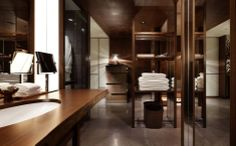 Love the shelving as bathroom divider
