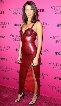 Bella Hadid attends 2017 Victoria's Secret Fashion Show Red Leather Dress, Leather Dresses, Tight Dresses, Sexy Dresses, Belle Silhouette, Latex Dress, Victoria Secret Fashion Show, Bella Hadid, The Dress