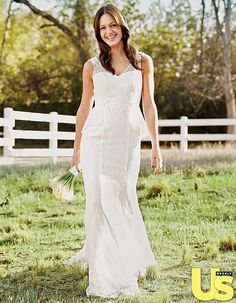 """Desiree Hartsock Dream Wedding Gown Is Timeless, Surprising. When former Bachelorette Desiree Hartsock walks down the aisle to say """"I do"""" to fiance Chris Siegfried in summer 2014, she'll do it in a somewhat expected fashion: She'll wear a custom bridal gown that she designed!"""