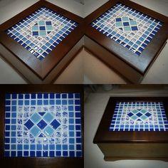 Caixa de chá com o tampo decorado com mosaico utilizando pastilhas de cristal de vários tamanhos e cores <br>Essa caixa tem 4 divisórias com design diferenciado e todo especial pois tem um pezinho que faz com que ela fique um pouco suspensa, tem uma correntinha charmosa pra segurar a tampa e um acabamento exclusivo e impecável! Espero que as fotos possam dar uma ideia da qualidade deste produto :) Mosaic Tile Designs, Mosaic Tile Art, Mosaic Artwork, Mosaic Crafts, Stone Mosaic, Mosaic Patterns, Mosaic Glass, Mosaic Tray, Mosaic Garden