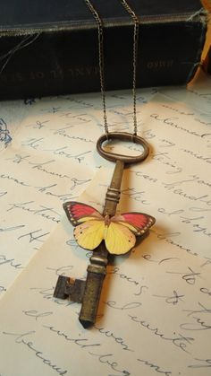 beautiful key necklace