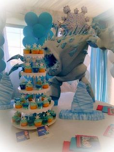 Estas gelatinas me las encargaron para un cumpleaños de Frozen. Hice de 2 clases, una completamente azul, con una estrella de nieve en pap...