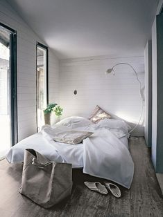 i'm just in love with neutral rooms these days.... great inspiration for my beach house