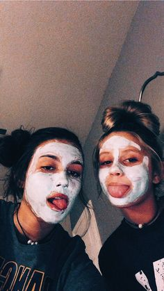 bff sleepover ideas photography ideas for girls photo shoots best friends for 2019 Bff Pics, Photos Bff, Cute Friend Pictures, Friend Photos, Girl Photos, Family Pictures, Cute Bestfriend Pictures, Ideas For Instagram Photos, Shooting Photo Amis