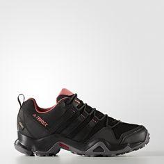 D'une grande polyvalence, cette chaussure outdoor femmes est taillée pour la performance. Dotée d'une tige respirante et d'une doublure GORE-TEX® pour garder tes pieds au sec, elle possède une semelle de propreté moulée qui épouse la forme du pied. La technologie ADIPRENE® sous le talon amortit les chocs. Sa semelle extérieure TRAXION™ assure une accroche maximale sur les surfaces rocailleuses et les sentiers, même par temps de pluie.