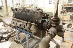 Daimler-Benz DB 605 engine from Messerschmitt bf 109. Once asked Prof about Inverted v or ^. said it was for center of gravity-Thrust angle, view for the pilot and or Maintenance (maybe not maintenance)