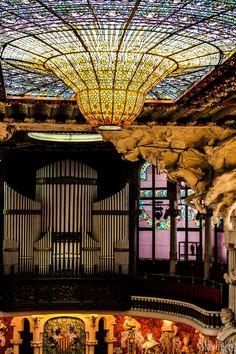 Catalan Music Palace in Barcelona Barcelona Architecture, Space Architecture, Beautiful Architecture, Architecture Details, Church Architecture, Art Nouveau, Art Du Monde, Antoni Gaudi, Spain And Portugal