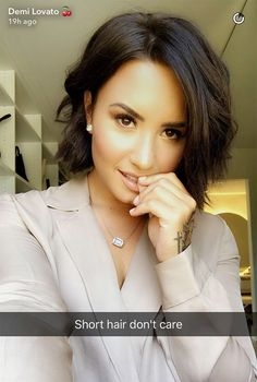 Demi Lovato Skipped The 2017 Met Gala & Cut Off All Her Hair Instead – Hollywood Life Demi Lovato Short Hair, Pretty Hairstyles, Easy Hairstyles, Short Hair Cuts, Short Hair Styles, Langer Bob, Celebrity Hairstyles, Hair Today, Hair Dos