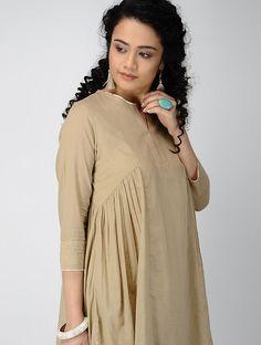 Beige Cotton Kurta with Gathers Kaftan Designs, Kurta Designs Women, Saree Blouse Designs, Beautiful Casual Dresses, Trendy Dresses, Simple Dresses, Kurti Styles, Pakistani Formal Dresses, Plus Size Cocktail Dresses