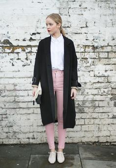 white button-down + light pink skunny jeans + white oxford shoes + overcoat : fall outfit