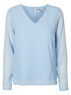 Baby blue shirt from VERO MODA. Wear this with a pair of dark blue or white jeans fro a classic look. #veromoda #blue #pastel #fashion