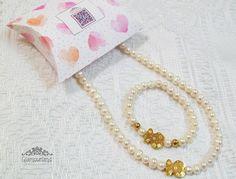 Set TOUS ♥.♥ Elaborado en perlas del río, dijes labrados . broche y cuentas de acero bañado en oro de 18k.