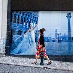 Um dia, vou vestir;  O meu vestido branco;  Ao medo, dos meus medos…  Tem uma beleza diferente;  Por ser de vidro;  O medo…  Faz-me corr... White Dress, Eyes, Beauty, Gowns