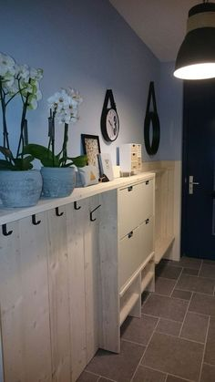 Entryway ideas for small spaces that will keep your home's first and last impression on-point & modern entrance front DIY apartment & Mudroom Ideas with bench Modern Entrance, Modern Entryway, Narrow Entryway, Small Entrance, Entryway Storage, Entryway Decor, Entryway Ideas, Entrance Ideas, Hallway Ideas