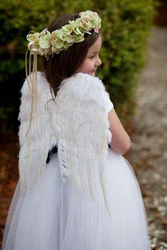 TUDO PRA SUA FESTA: Casamento - Damas e Pajens -um show esta daminha com asas...
